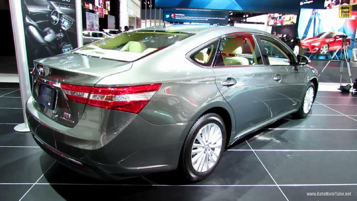 2013 toyota avalon hybrid limited at 2013 detroit auto show. Black Bedroom Furniture Sets. Home Design Ideas